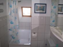 Badezimmer der Ferienwohnung 2 mit Atelier-Schleiblick